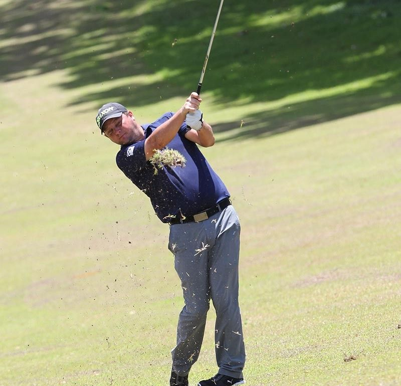 CLOSE CONTEST. Guido Van der Valk of the Netherlands took the lead from three others after closing the first round with a 66 in Club Filipino de Cebu in Danao City. (Contributed photo)