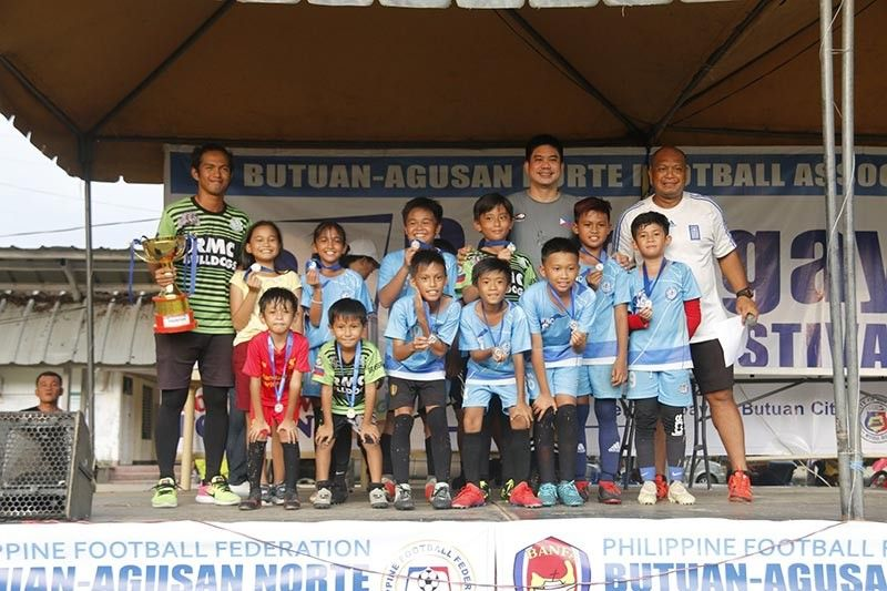 BUTUAN CITY. The Rizal Memorial Colleges (RMC) of Davao City wins the mix 11 championship trophy in the recently-concluded 10th Balangay Football Festival held in Butuan City. (Lawig Katawhan Facebook)