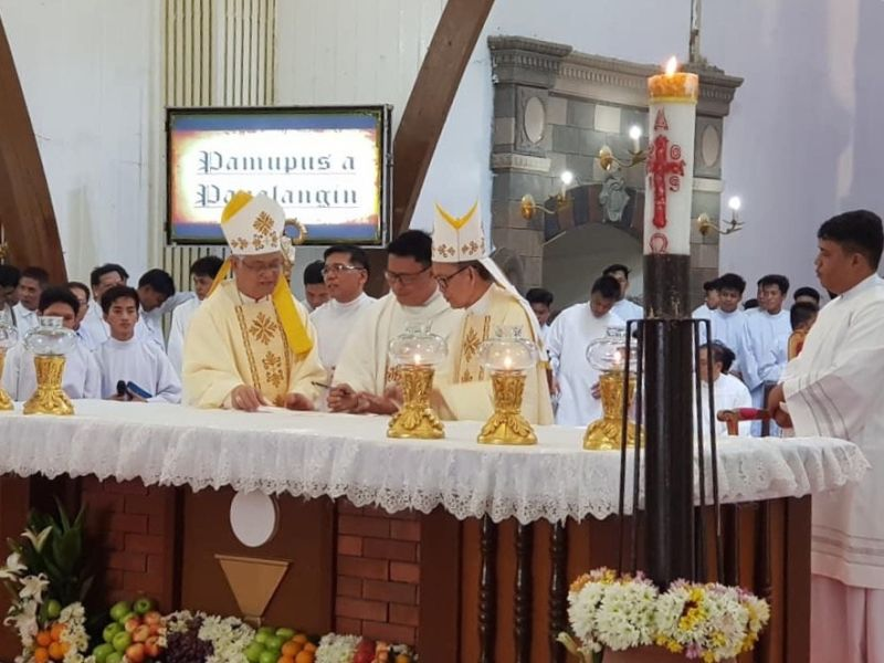 PAMPANGA. Archdiocese of San Fernando Archbishop Emeritus Paciano Aniceto, Archbishop Florentino Lavarias and former parish priest Rev. Fr. Homer Policarpio lead the blessing of the newly-renovated Nuestra Señora del Pilar Parish Church. (Contributed photo)