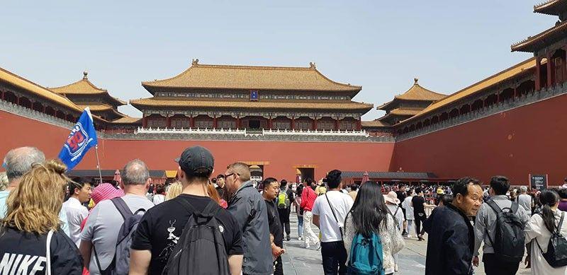 NAGDASOK: Dili mahubsan og mga turista ang Forbidden City kay dili mominus 14 milyones nga mga local ug foreign tours tang modagsa sa maong heritage site. (Hulagway kuha ni Flor V. Querubin)