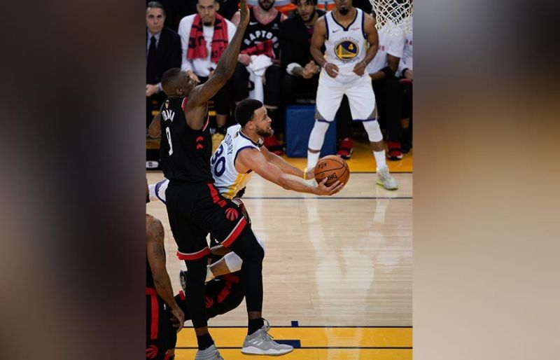 ONE-MAN SHOW. Stephen Curry had a career-playoff high 47 points but it wasn't enough to fill for the absence of Kevin Durant and Klay Thompson. (AP photo)
