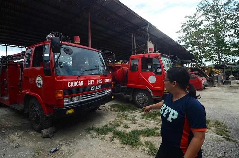 LATE RESPONDER. Personnel of the Bureau of Fire Protection in Carcar City say the three fire trucks assigned to their station pose a danger to drivers and crew because they are old and have undergone several repairs. (SunStar photo / Alan Tangcawan)