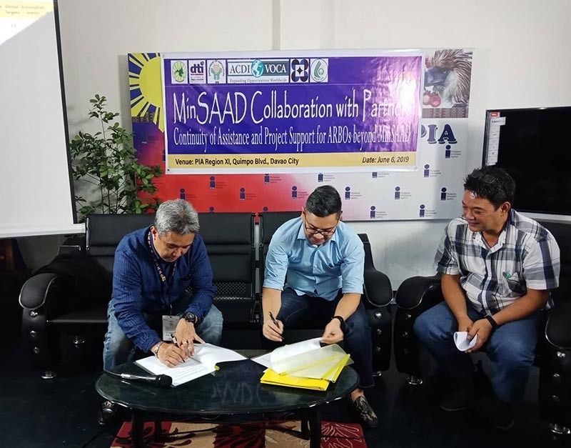 DAVAO. Ceremonial memorandum of understanding (MOU) signing between MinSAAD and stakeholders at the Philippine Information Agency (PIA) Davao Region office, Davao City. (Photo by Lyka Casamayor)