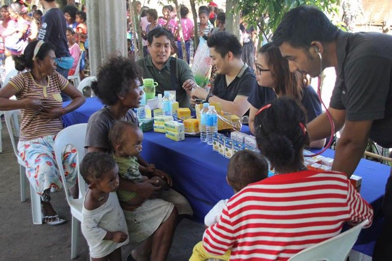 PAMPANGA. About 150 Aeta residents from Sitio Tarukan, Barangay Sta. Juliana in Capas town benefitted from an outreach activity of the Armed Forces of the Philippines. Social services provided include free medical check-up as well as distribution of free medicines, school supplies and relief goods. (AFP 1stCivil Relations Group Photo)