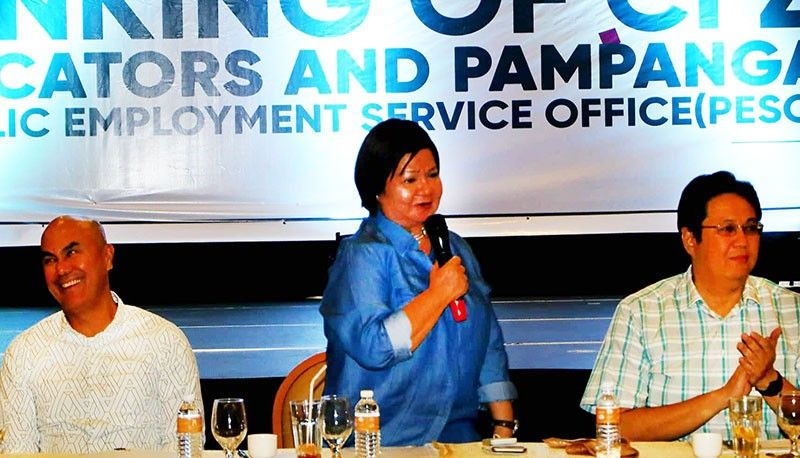 PAMPANGA. Governor Lilia Pineda together with Mabalacat City Mayor Cris Garbo (left) and Clark Development Corporation president Noel Manankil (right), initiated the linking of Clark Freeport Zone Locators and Pampanga Public Employment Services Office (Peso) to help Kapampangans get a job inside CSEZ. The event was held at Royce Hotel, Clark, Pampanga last Friday, June 7, 2019. (Chris Navarro)