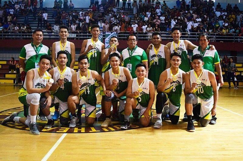 Ang team ni Vince Petdeo Cuajao sa Holy Child College of Davao. (Gipaambit nga hulagway)
