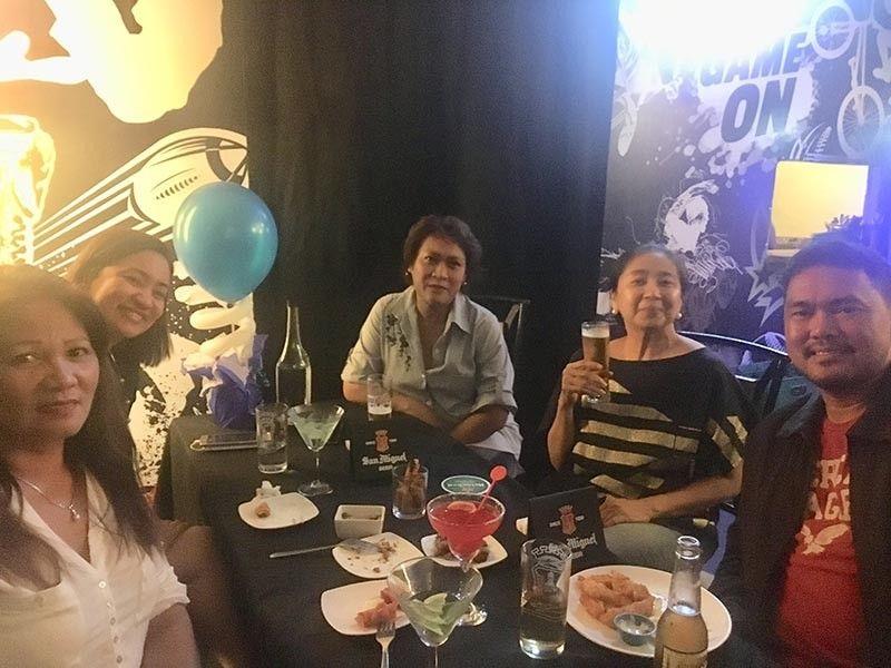 Sharing table with Leny Caceres, Sheila Masbaño, Arlyn Perez, and Michelle Gasataya.