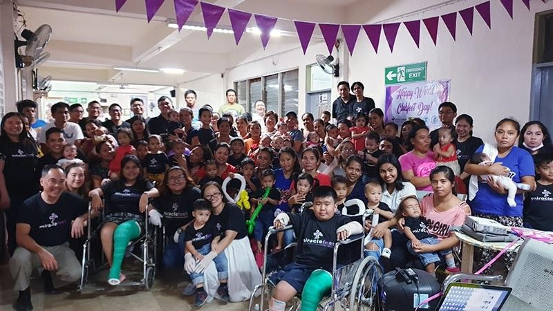 These were the patients with their parents, the volunteers and the doctors during the celebration of the World Clubfoot Day. (Carla N. Canet)