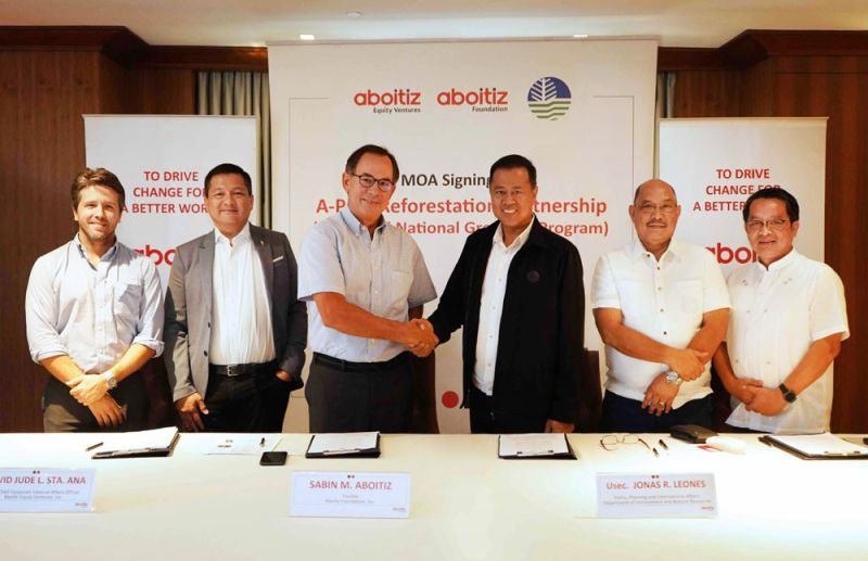 RENEWED PARTNERSHIP. The Department of Environment and Natural Resources (DENR) renewed its partnership with Aboitiz Group on promoting ecological balance, including the latter's goal of planting up to nine million trees by 2020. The memorandum of agreement signing was undertaken and witnessed by (from left) Carlos Aboitiz, Hedcor president and chief operating officer; David Jude Sta. Ana, Aboitiz Equity Ventures Inc. (AEV) chief corporate external affairs officer; Sabin M. Aboitiz, AEV chief operating officer; Jonas R. Leones, DENR undersecretary for Policy, Planning and International Affairs; Ricardo Calderon, DENR assistant secretary; and Nonito Tamayo, DENR-Forest Management Bureau director. (Contributed foto)