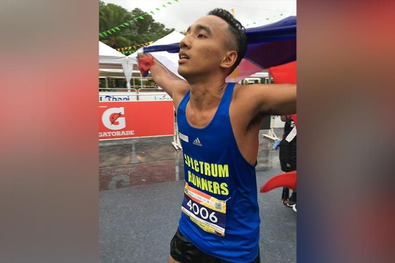 CEBU'S PRIDE. Prince Joey Lee hoists the Philippine flag after winning the silver medal in the 2019 Laguna Phuket Marathon  in Thailand last Sunday, June 9.  (Contributed photo)