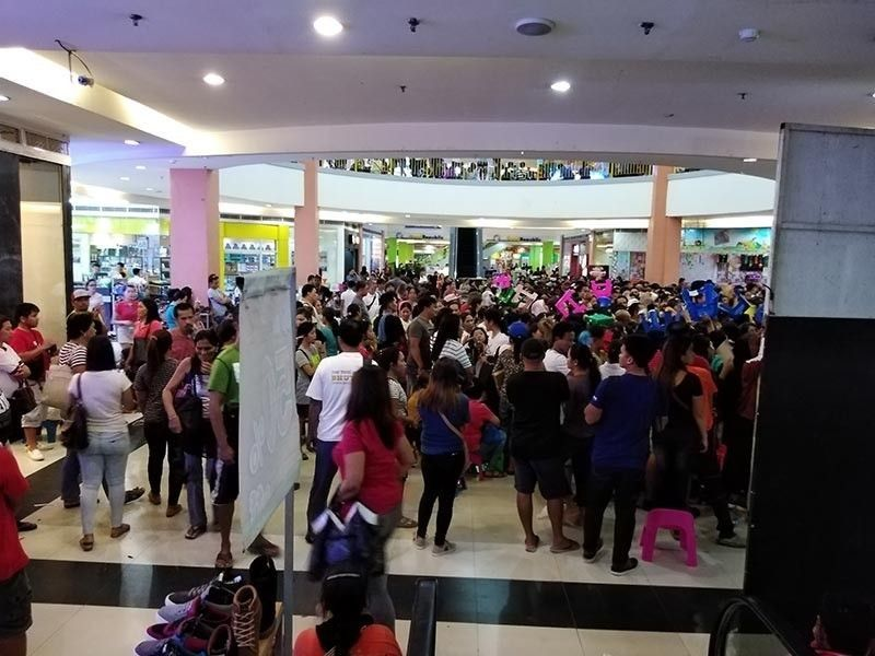 DAVAO. Members of Kapa-Community Ministry International Inc. wait for their payouts at a mall in Tagum in this file photo. (SunStar Davao Photo)