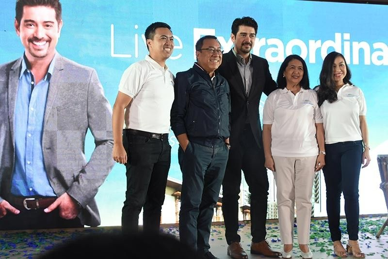 FAMILY-ORIENTED. Actor Ian Veneracion (center) is introduced as the brand ambassador of Cebu Landmasters Inc. With him are (from left) chief operating officer Jose Franco Soberano, chairman and president Jose Soberano III, executive vice president and treasurer Ma. Rosario Soberano and marketing director and vice president Joanna Marie Soberano-Bergundthal. Veneracion says he admires how the Soberano family runs the business and believes in the corporation's vision of putting the family first. (SunStar photo / Allan Cuizon)