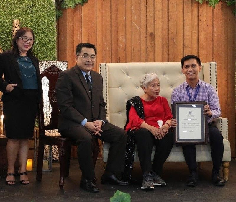 BANKING ON LEARNING. Department of Education Secretary Leonor Briones (third from left) gives the award to Security Bank Foundation program manager Louie De Real (extreme right). (Contributed photo)