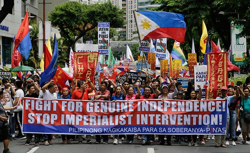 MANILA. Protesters march towards the Chinese Consulate at the financial district of Makati, Manila to mark Philippine Independence Day on Wednesday, June 12, 2019. The group said they condemn the administration of Philippine President Rodrigo Duterte for its alleged subservience to the dictates of US and China. They also demanded that China must stop its continued occupation of the disputed South China Sea because it disrespects sovereign rights. (AP)