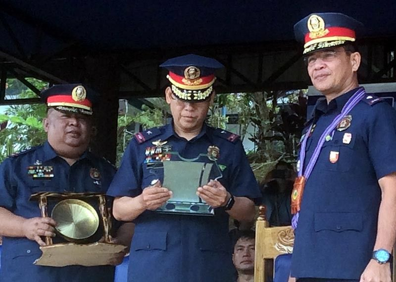 BAGUIO. Police Regional Office-Cordillera (PRO-COR) director Israel Ephraim Dickson reads the contents of the plaque of appreciation to Police Brigadier General Allan Cuevillas, deputy director for Internal Police Operations for Northern Luzon, after the awarding ceremonies at Camp Dangwa for the Government System Proficiency Status of Benguet, Ifugao and Kalinga Provinces, as PRO-COR deputy regional director for administration Police Colonel Joseph Gohel assists. (Photo by Jonathan Llanes)