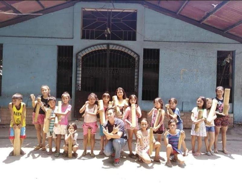 "BACOLOD. Negrense ""global changemaker"" Elmeer Meeynard Calimpos, also the founder of Bacolod Core: Children Optimization for the Revitalization of Environment, with the children-recipients at Barangay Tangub in Bacolod City holding their Core Bamboo Coin Banks, one of the project highlights of his organization. (Contributed photo)"