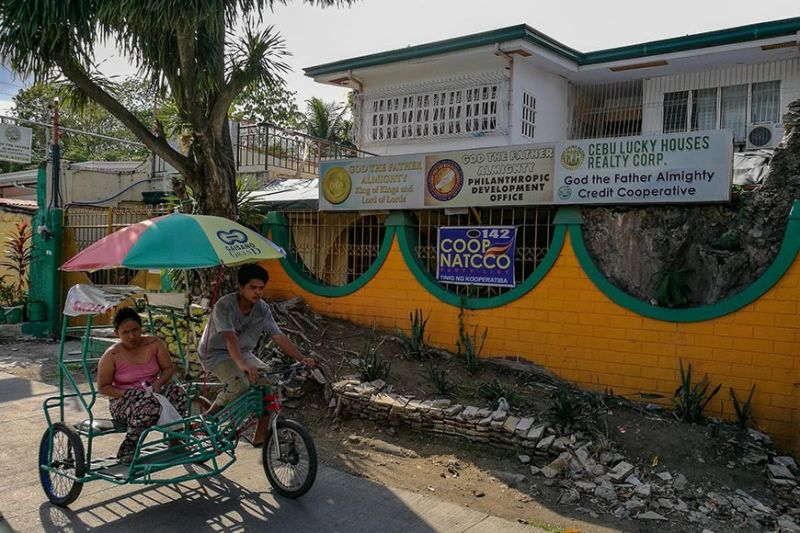 CLOSED. Clients of God The Father Almighty Credit Cooperative seeking a refund find its office in Barangay Tisa, Cebu City padlocked. Neighbors say the office has been closed for three weeks. (SunStar photo / Arni Aclao)