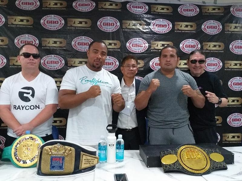 "DAVAO. Ronald ""The American Dream"" Johnson of the U.S.A., second from left, and Saul ""The Phoenix Assassin"" Farah of Bolivia, fourth from left, strike their poses during thepress conference for the Thrilla in Davao Global Boxing Organization World heavyweight championship at the Crevice Hotel in Davao City Friday, June 14, 2019. (Marianne L. Saberon-Abalayan)"