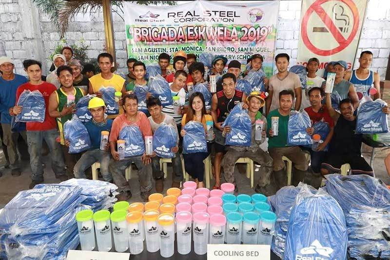 "PAMPANGA. Cyril Hilario, Pollution Control Officer of Real Steel Corporation (RSC) turns over school bags and plastic tumblers to some 452 workers of RSC as part of their Corporate Social Responsibility (CSR) project dubbed ""Brigada Eskwela 2019"" at San Simon, Pampanga. A total of 4,000 Simonian students from various schools received the said school packs. (Chris Navarro)"