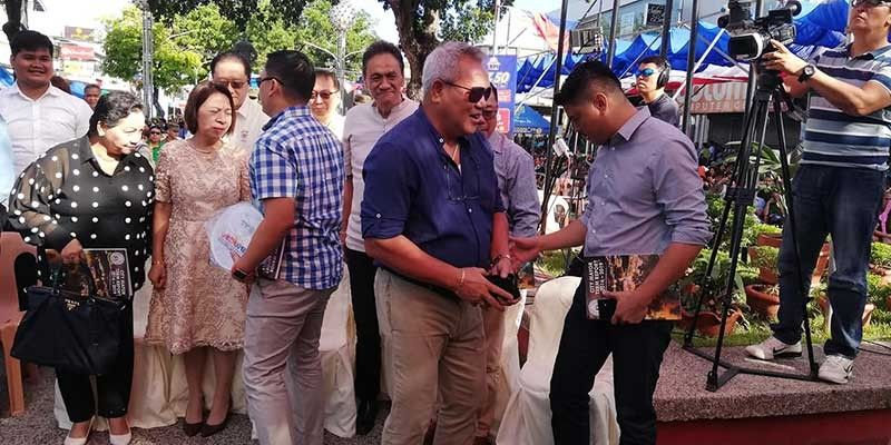 CAGAYAN DE ORO. City Mayor Oscar Moreno (center, in dark blue shirt), along with city council officials, greet guests and supporters as he is about to give his term report on June 15, as part of the 69th celebration of city's Charter Day. (PJ Orias)