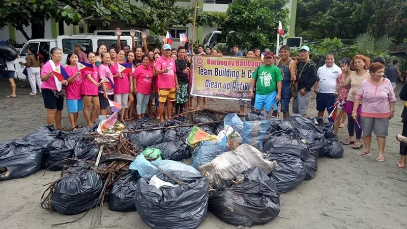 BATAAN. Leaders, employees, students, and other volunteers from Barangay Balibago, Angeles City, headed by Balibago Chairman Tony Mamac, during a clean up activity in Bagac, Bataan over the weekend. (Photo courtesy of Manuel Tolentino)
