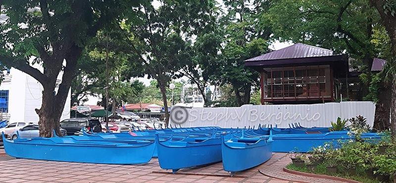 MISAMIS ORIENTAL. Kini nga mga fiber glass boats itunol ngadto sa mga mag-uuma nga motambong sa flag raising ceremony karong adlawa, Lunes, Hunyo 17, 2019. (Steph V. Berganio)