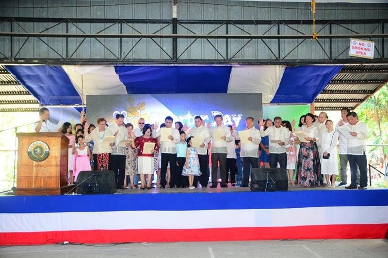 NEGROS OCCIDENTAL. Sagay City Officials take oath of office led by Mayor Alfredo Marañon, III, Representative Leo Rafael Cueva and Vice Mayor Narcisso Javelosa, Jr. held in time of the 23rd Charter anniversary of the city. (Carla N. Cañet)
