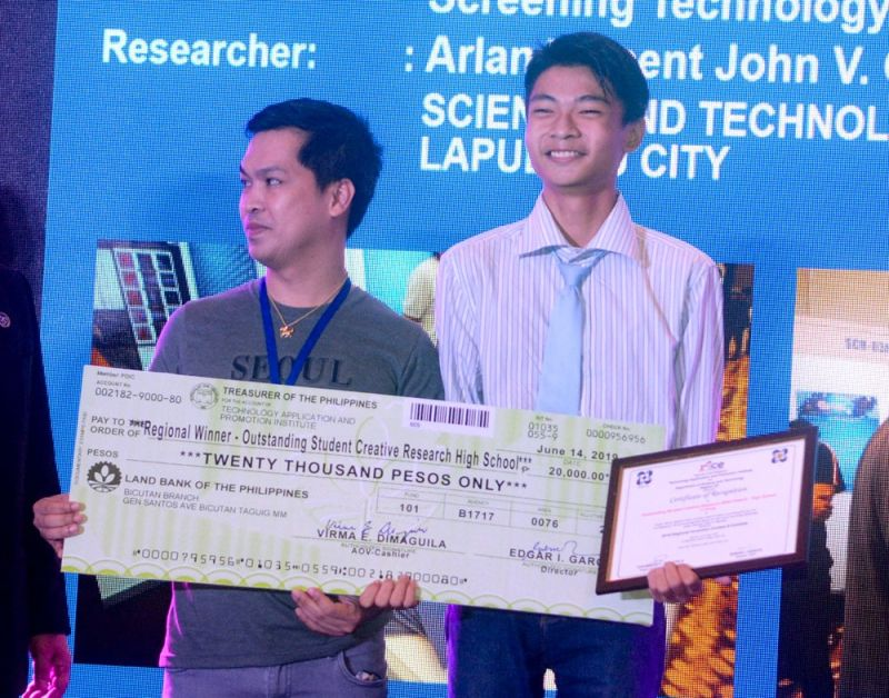 GOING NATIONAL. Senior high school student Arlan Vincent German (right) is the regional winner of the Outstanding Creative Research (High School) category during the 2019 Regional Invention Contest and Exhibits. With him is his coach Bryant Acar.  (SUNSTAR FOTO / ARNI ACLAO)