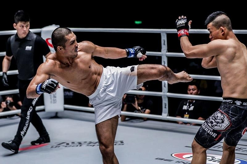 BAGUIO. Eric Kelly displays his striking skills against Niu Kang Kang of China but fell short in One Championship's Legendary Quest on June 15, 2019 in Shanghai, China. (One Championship photo)