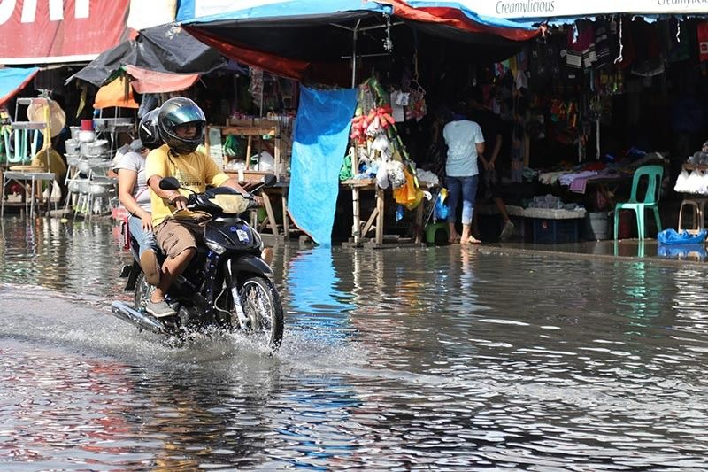 DAVAO. For almost a week, portions of the Bankerohan Public Market have been flooded due to clogged canals. (Photo by Mark Perandos)