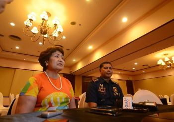 REWARD. Outgoing Lapu- Lapu City Mayor Paz Radaza and Lapu-Lapu City Police Office Director Limuel Obon announce that  they will hand out the reward to witnesses who led them to the suspect in the case of Christine Lee Silawan, who was murdered last March. (SunStar photo / Alan Tangcawan)