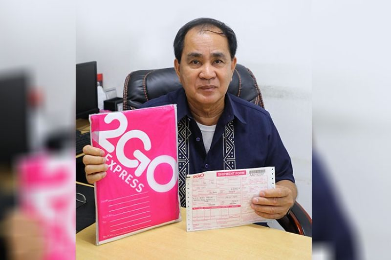 PAMPANGA. Business License and Permit Division chief Joseph Garcia encourages clients to avail themselves of courier service for fast and hassle-free delivery of business/mayor's permits. (CSF-CIO photo)