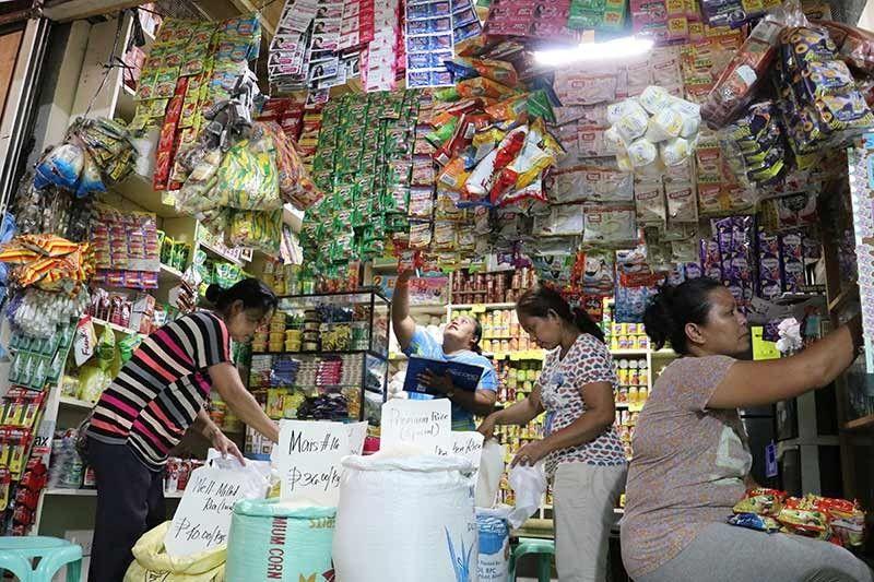 TINDAHAN: Ang mga sakop sa  kahugpongan sa Talibon, Bohol nga niabli og tindahan ug Bigasan ng Bayan. (Tampo)