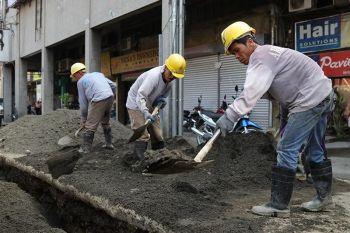 DAVAO. Human nga maplastar ang mga kable sa ilawom sa yuta, gitabunan na kini og balas sa mga trabahante sa konstraksiyon, timaan nga hapit na gyud mahuman ang underground cabling system sa dalang CM Claveria, dakbayan sa Davao. (Mark Perandos)