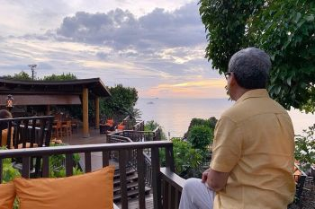 AKLAN. The outdoor cabana offers a view of the sea and sunset. (Jinggoy I. Salvador)