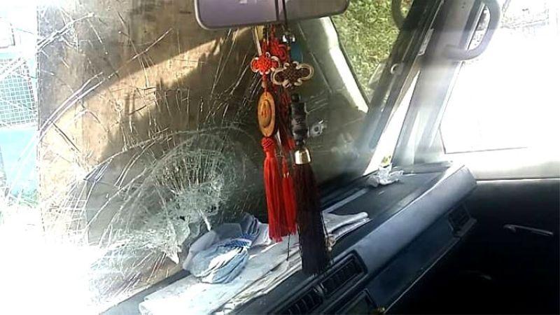 CEBU. Nabuak nga windshield sa truck nga gipanag-iyahan sa Chinese national nga si Yi Feng Guo Yang, 51, kinsa giambush didto sa Cubacub, Mandaue City niadtong Marso 16, 2019. (Alan Tangcawan)