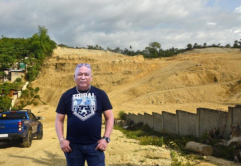 <b>Joselo Bulawan Judaya</b> nagbarug sa iyang property sa Marco Heights sa Consolacion. (Alan Tangcawan)