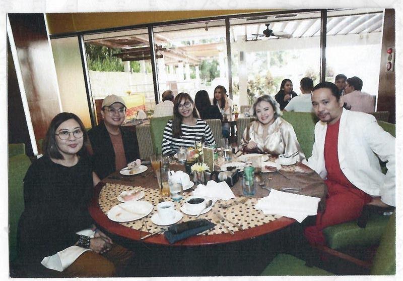 BLOGGERS. Marco Polo Plaza Cebu e-marketing manager Yumny Mariot, with Marco Paulo Diala, Katrina Enrera, Patty Taboada and Anton Java.