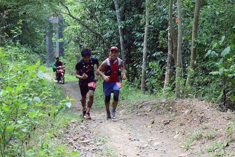 DAVAO. Ronie Torlao and Rovel Mallari at the 25K turning point of the 50-kilometer Mt. Hamiguitan Trail Race held over the weekend in San Isidro, Davao Oriental. (Jerrson Aguinaldo Botea)