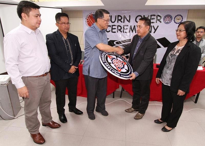NEW CHIEF. Land Transportation Office (LTO) assistant secretary Edgar Galvante hands the LTO symbol to newly appointed (LTO-CAR) regional director Francis Ray Almora (second from right) during the turn over ceremony of LTO-CAR and LTFRB-CAR officials in Baguio City. (Photo by Jean Nicole Cortes)