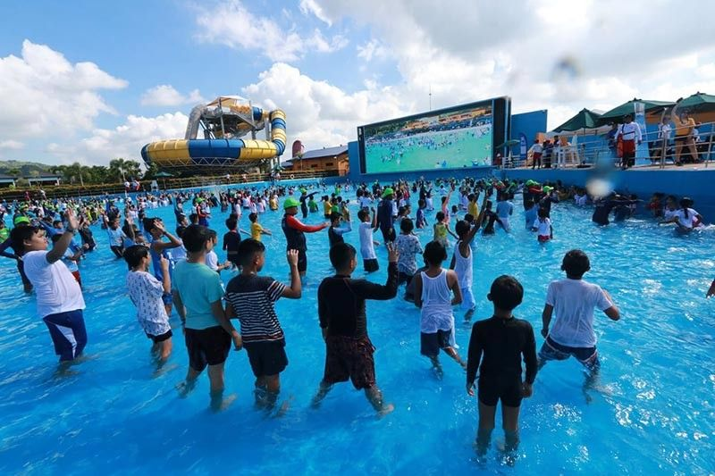 PAMPANGA. A total of 1,819 children from different schools in the Metro Clark area broke the Guinness world record for the largest swimming lesson held at Aqua Planet, Clark Freeport Zone. (Photo by Chris Navarro)