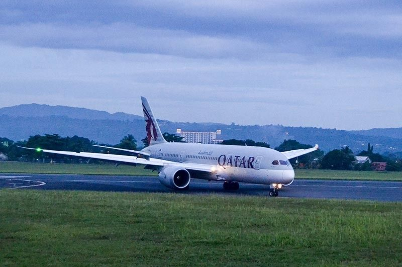 MAIDEN FLIGHT. Qatar Airways delighted plane spotters in Davao City with its Boeing 787, which will be used to operate flights between Doha, Qatar and Davao City. (RJ Lumawag)