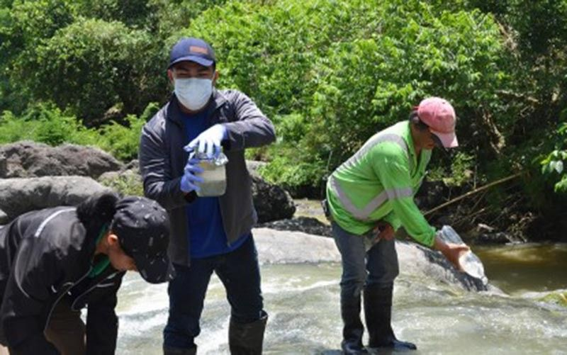 PAMPANGA. A team led by the Department of Environment and Natural Resources (DENR) collects water samples to determine if waterways are contaminated with effluents from the Wacuman Sanitary Landfill in Norzagaray, Bulacan on Friday, June 21, 2019. The inspection was done in response to residents' clamor for a resolution to the mounting garbage problems in the province. (Contributed Photo)