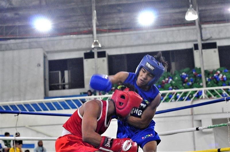 DAVAO. File photo of Davao City boxer Reymond Albupera, right, who defeated Kent Norbert Wacay via a technical knockout in their 52 kilograms division encounter in the recently-concluded Davao-Cabadbaran dual boxing meet held in the municipality of Las Nieves, Agusan del Norte Thursday. (Seth delos Reyes)