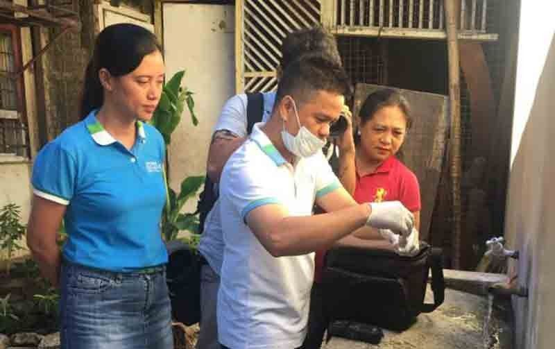 CHECKING WATER. Metropolitan Cebu Water District (MCWD) spokesperson Charmaine Rodriguez-Kara (in blue shirt) joins the team in getting a water sample from a Cebu City school on May 28, 2019. (SunStar File Photo/ Herty Lopez)