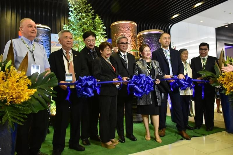 DAVAO ICON .Davao Investment Conference 2019 President Dr. Maria Lourdes Monteverde (center) together with Davao City Chamber of Commerce and Industry Inc. President Arturo Milan leads the ribbon cutting ceremony of the recently-concluded two-day Davao Investment Conference 2019 at SMX Convention Center in Davao City. (Macky Lim)