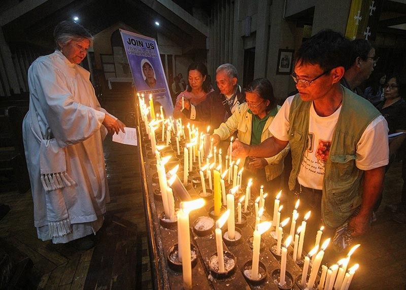 BAGUIO. Besao residents light a candle as a symbol of hope in bringing justice to the murdered villagers of Besao, Mountain Province during the ecumenical service at the Cathedral of the Resurrection in Baguio City. (Jean Nicole Cortes)