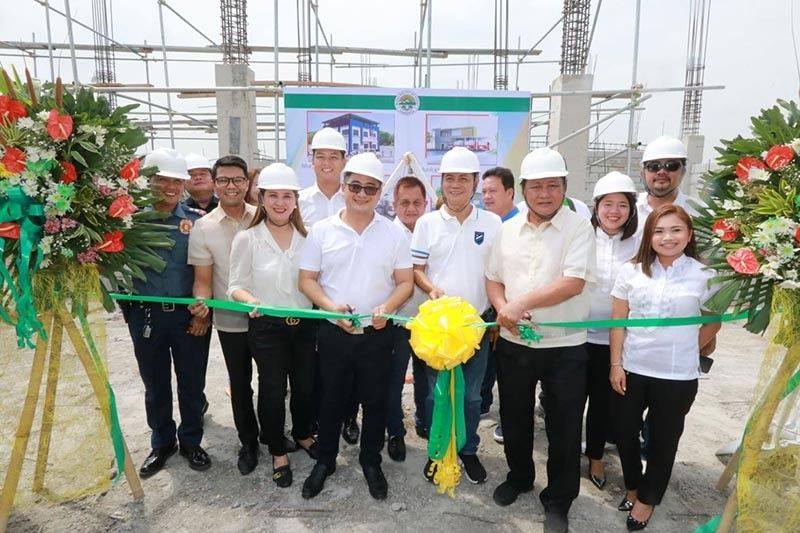 PAMPANGA. Porac Mayor Carling Dela Cruz, Vice Mayor Dexter Albert David and Board Member Elect Fritzie David Dizon lead Monday's simultaneous unveiling and ground breaking ceremony of the P57 million government buildings in Barangay Jalong, Porac, Pampanga. With them are councilors Maynard Lapid, Ludi Muli, Daboy Enriquez, Mark Valencia, Raf Canlapan, Mitchel Bengco, Jean Canlas, Max Bungque and P/ Lt. Col. Cris Tiguelo. (Chris Navarro)