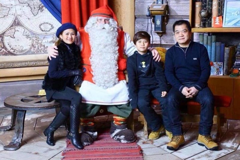 Nenette Suriaga with her husband Anthony Lee and son Jefu posing with Santa Claus. (Contributed Photo)