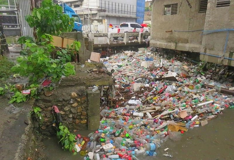 NOWHERE TO GO. Even though water in the Mahiga Creek had subsided, garbage still covered the waterway as of noon last Monday,  June 24, 2019. (SunStar photo / Allan Cuizon)